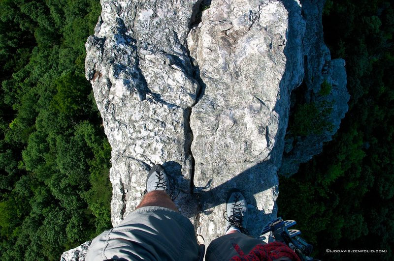 Rock Climbing Photo: Traversing the summit ridge on Gunsight to South P...
