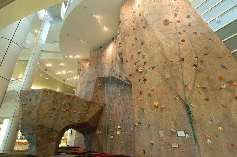 Top rope wall and bouldering cave