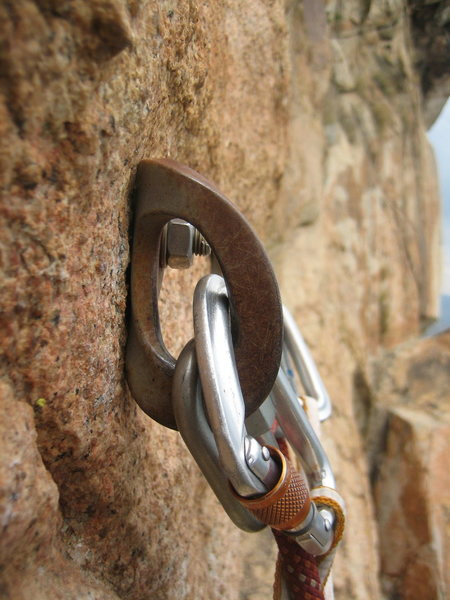 Rock Climbing Photo: Rusty Metolius rap hanger at the top of P2.