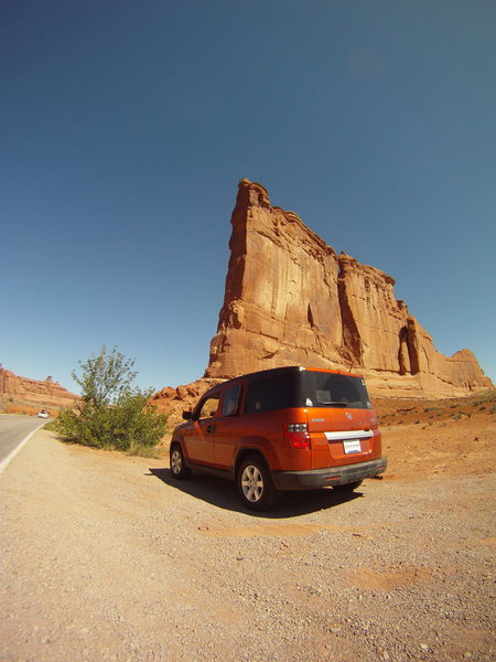 Rock Climbing Photo: Honda Element.  -MASSIVE cargo capacity. -4WD -Goo...