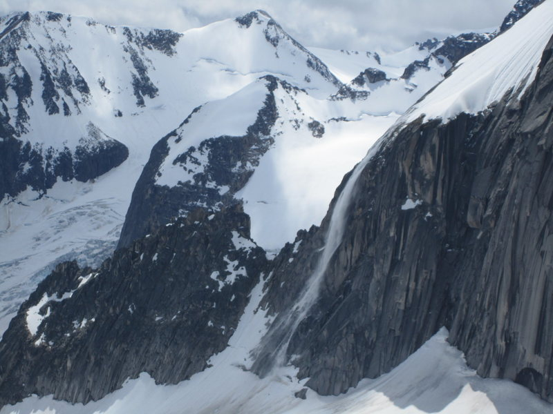 Rock Climbing Photo: Avalanche coming off the Snowpatch. That thing is ...