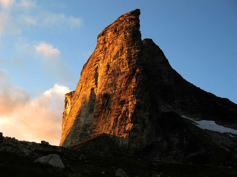 Alpenglow on Gimli at sundown. The south ridge is the obvious prow.