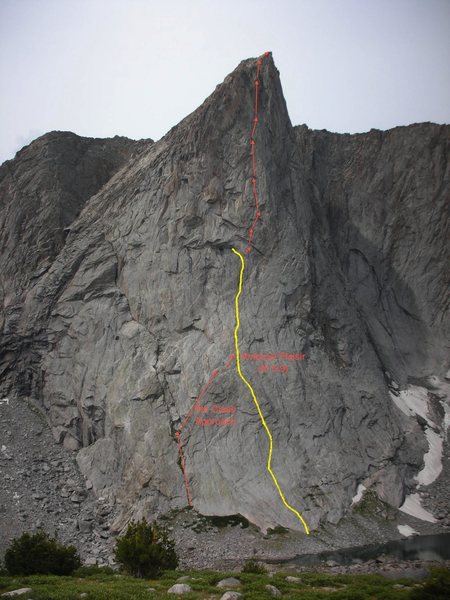 This photo shows ITTIA in relation to Ambush Plaisir, including the 4th class approach. From where ITTIA diverges from Ambush Plaisir, each arrow is approximately one pitch, although several of the pitches detour significantly from the straight line. Photo adapted from James Garrett.