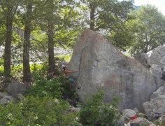 Rock Climbing Photo: Hugging up the arete on Bear Hug (V2)