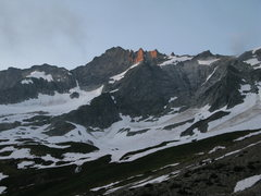 Rock Climbing Photo: East Ridge of Forbidden Peak starting to the left ...