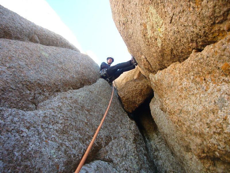 Rock Climbing Photo: Final chimney moves and chockstone just below summ...