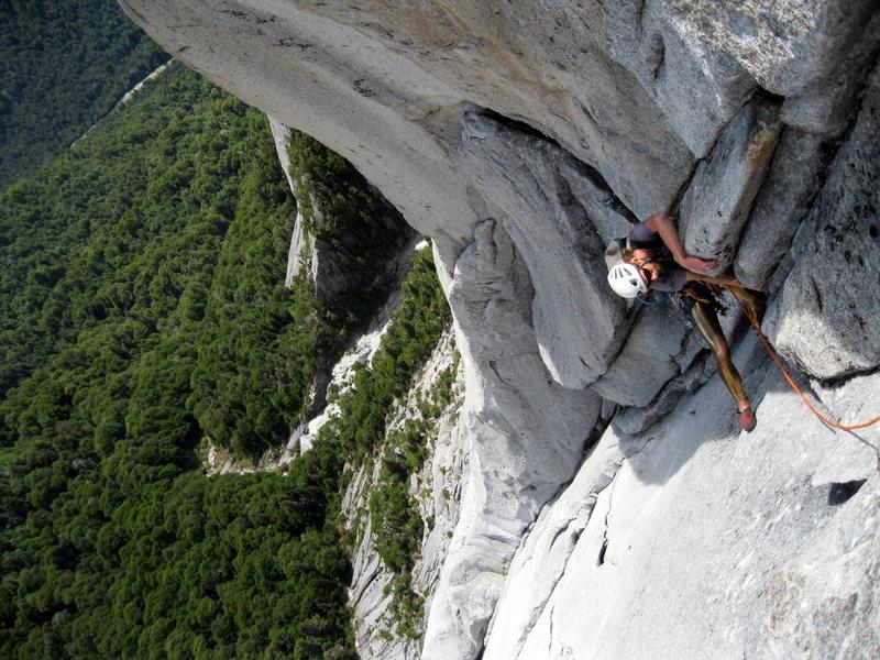 Chris on Bienvenidos a mi Insomnio, 5.11a, 950 m, on Trinidad.
