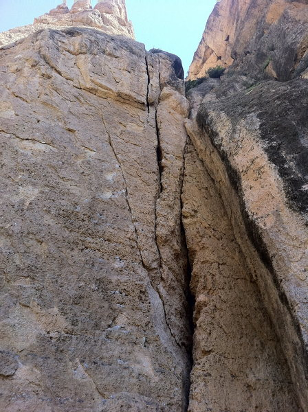 Death Flake from Hell. Start in the easy wide section and climb into the chalked crack then head straight up the wide crack.