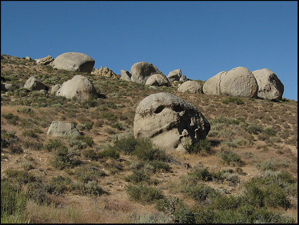 Rock Climbing Photo: Skull Rock and Buttermilk Boulders. Photo by Blitz...