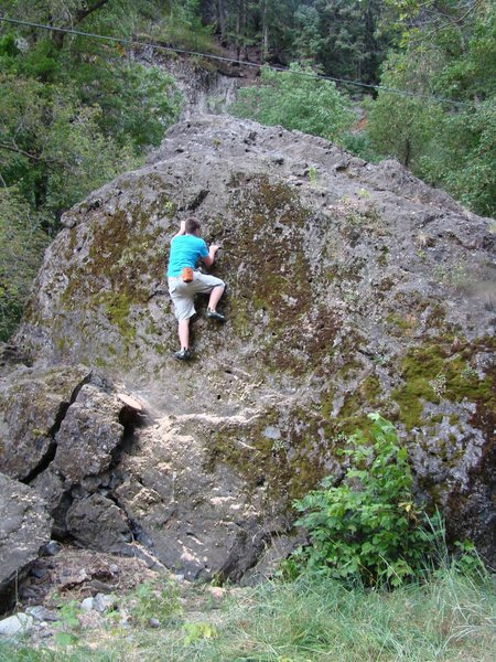 Unknown V-Easy at the largest boulder.
