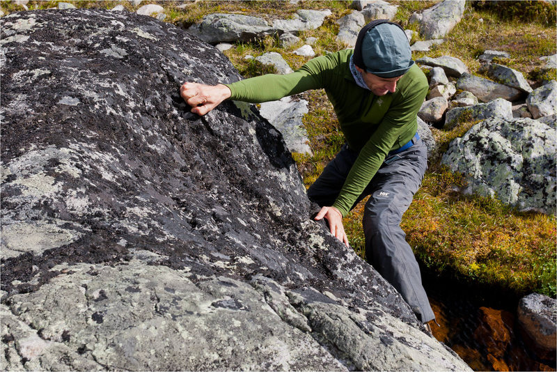 Gavriel J. bouldering in Tonquin Valley.<br> Photographed by Chris Martin