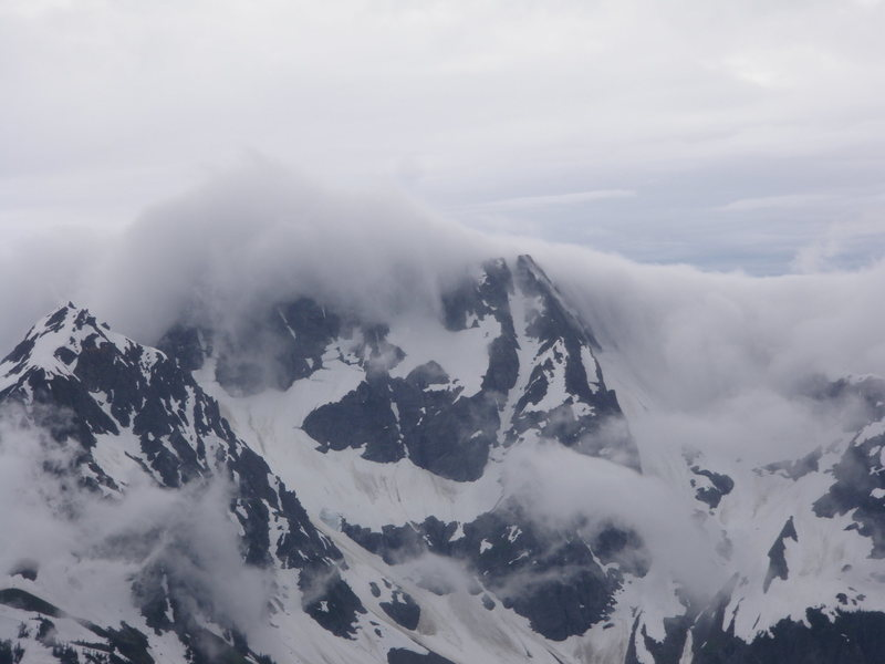 Rock Climbing Photo: Weather rolling in from Cascade pass. Taken on des...