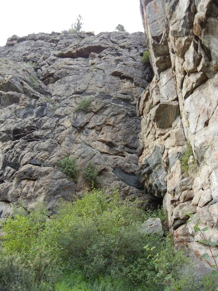 Honey Pot is on the left side, of the huge dihedral in the corner of the crag.