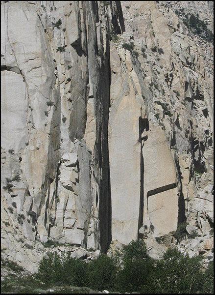 Rock Climbing Photo: Pratt's Crack area. Photo by Blitzo.