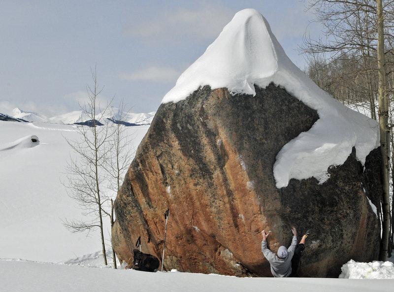 Rock Climbing Photo: Jon Scott ignoring winter in the Butte.