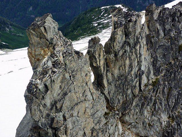 Rock Climbing Photo: Looking back on the South Ridge of South Gunsight ...