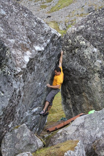 Todd Helgeson on Rock Biter, V8, Phantasia Boulders, Alaska