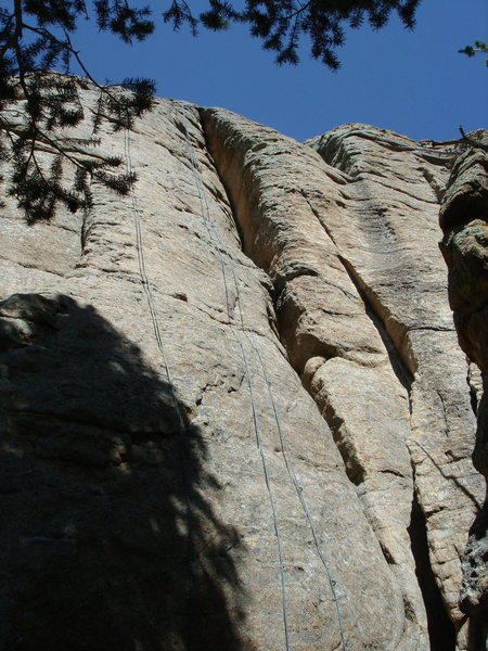 Rock Climbing Photo: Copradelite in center.  There is a rope on Middle ...