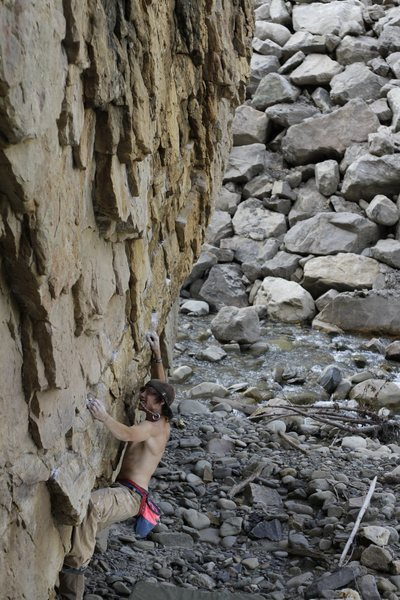 Rock Climbing Photo: The second move on the short Chossy Traverse.