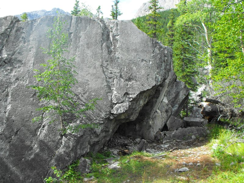 This is what the Sector Six boulder looks like as you approach it from the path.  You can see the Hey Sailor arret on the right of the first Block.
