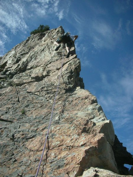 Going up the arete! Runout of 30 feet, good exposure!