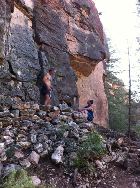"""Belaying at the base of """"27 tons"""" 5.10a"""