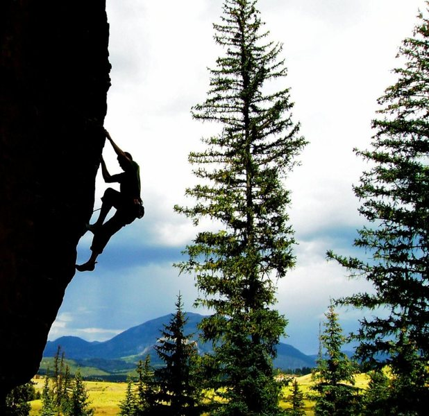 Jason continuing up the arete.  Toner Mountain in the background.  (I & Eye, 5.11+)