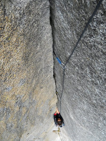 Rock Climbing Photo: Awesome jamming on pitch 2 of Mental Block. The cr...
