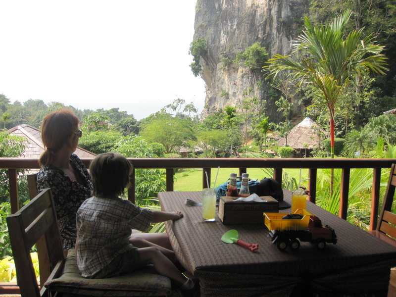 Rock Climbing Photo: View of Diamond Cave from our breakfast table.