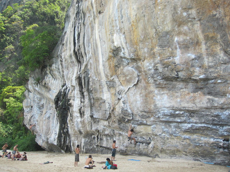 Rock Climbing Photo: Overview of Dum's Kitchen, with Manuel starting up...