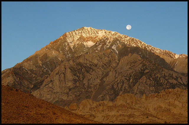 Moon setting over Mt. Tom.<br> Photo by Blitzo.