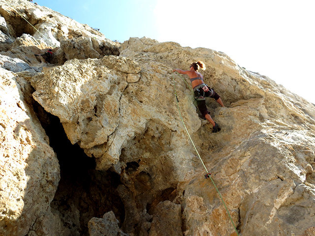 Rock Climbing Photo: Feona hookin' 'n' crookin' through the initial roo...