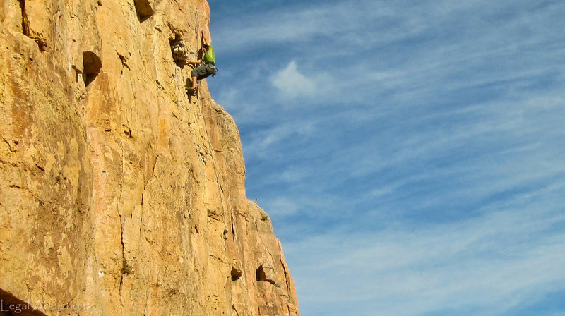 Rock Climbing Photo: Chuck w/ helpful crossover beta at the routes crux...