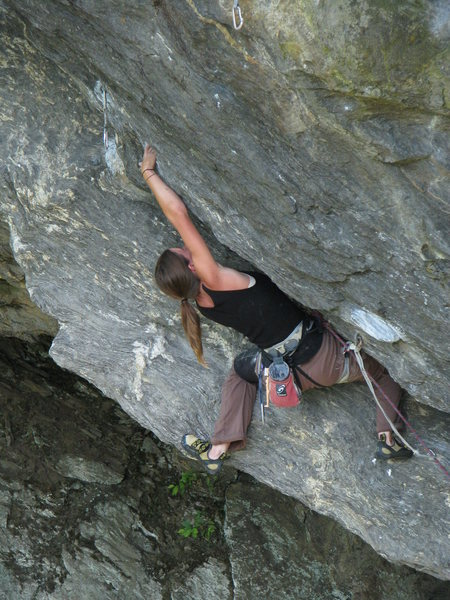 Rock Climbing Photo: Jen Lloyd contorting her way out the steep ramp
