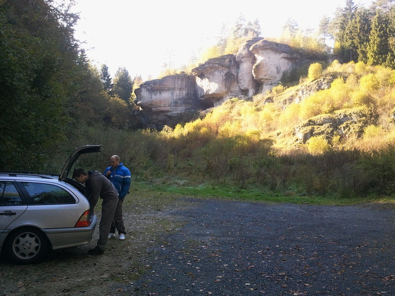 The parking area for option 1 to access the crag.