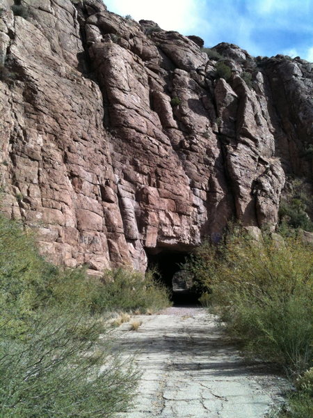 Rock Climbing Photo: Climbs through the tunnle
