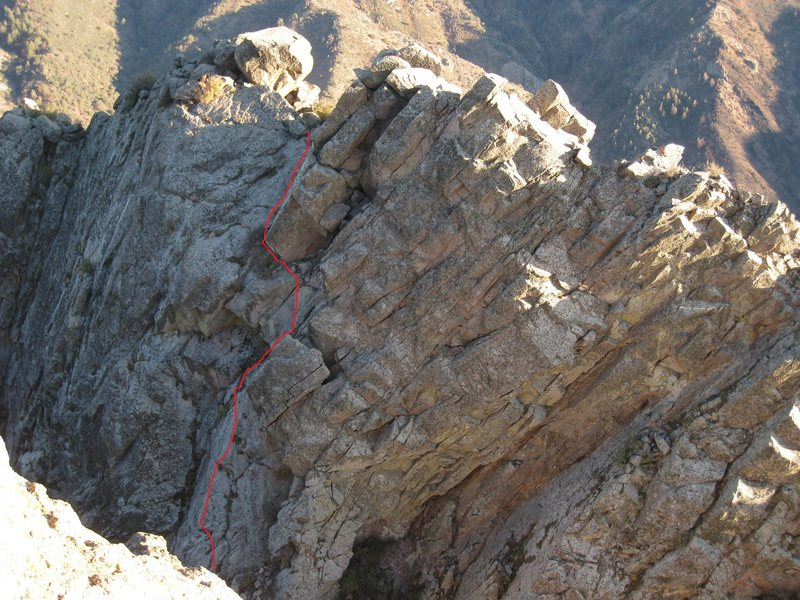 Looking at The Retaining Wall from the summit of The Organ Needle.  The route is shown.  The actual summit is the jumble of boulders in the top center of the photo, or possibly the slanting block just to it's right.