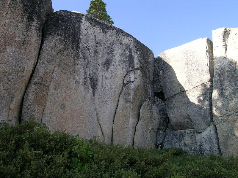 Splitters at shoreline cliffs