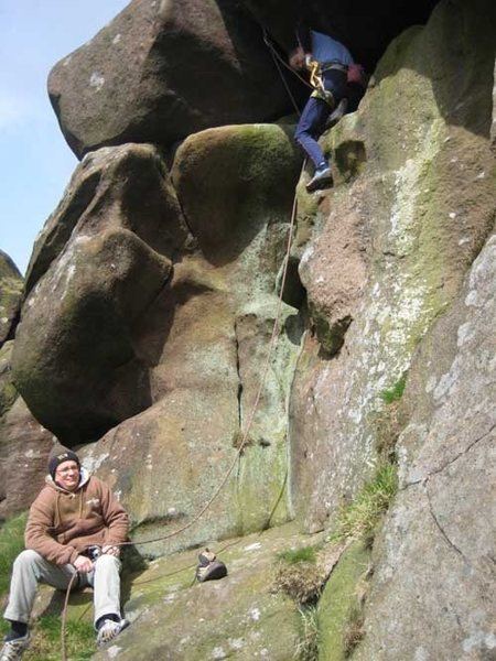 A typical Ramshaw experience - bulging rounded gritstone: Green Crack