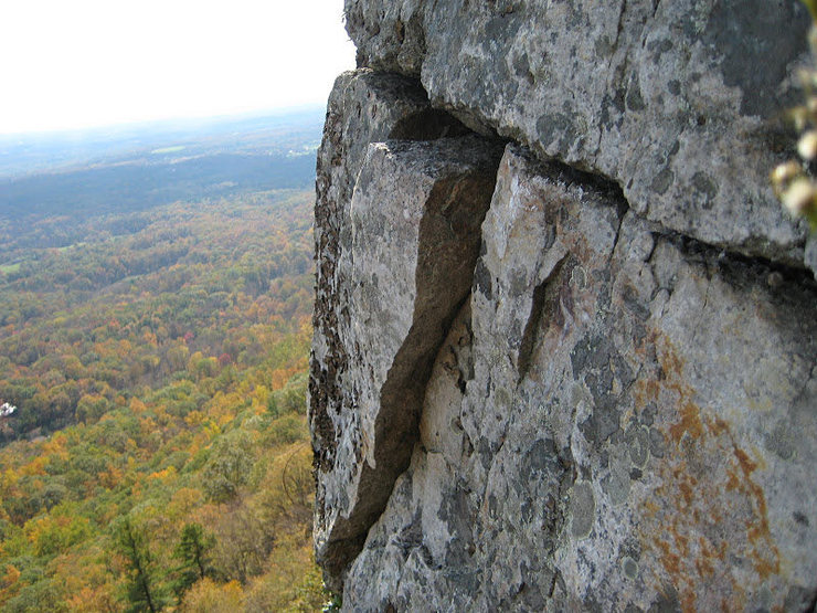 !!Warning!!<br> Boulders sticking out. <br> Some of them are loose.<br>