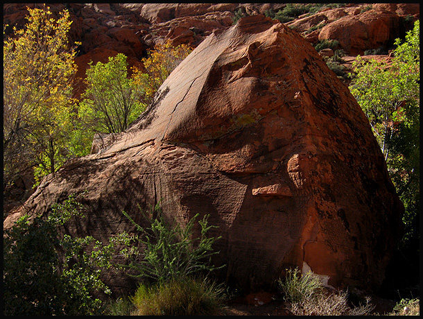 A boulder in Calico Basin.<br> Photo by Blitzo.