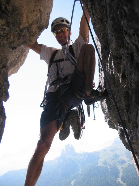 Merrill Bitter leads the crux chimney pitch of the Alvera Arete.