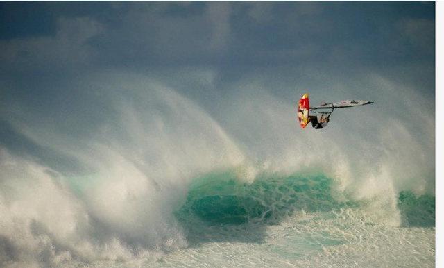 Rock Climbing Photo: 15 year old Bernd Roediger at Hookipa,Maui on 12/0...