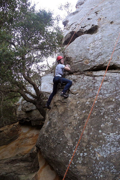 Rock Climbing Photo: Drew climbs Puny Prow at San Ysidro in Santa Barba...