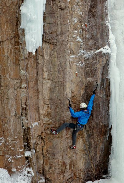 Rock Climbing Photo: Leading Seamstress, to the RIGHT of Tic Tac. I fel...