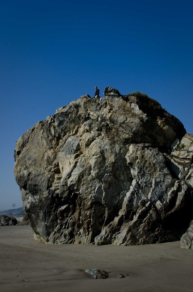 Rock Climbing Photo: The Old Man boulder from the southeast
