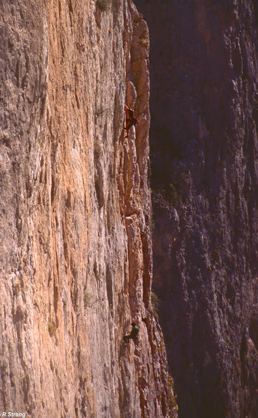Rock Climbing Photo: Climbers on the 3rd pitch(1997) El Sendero Diablo ...