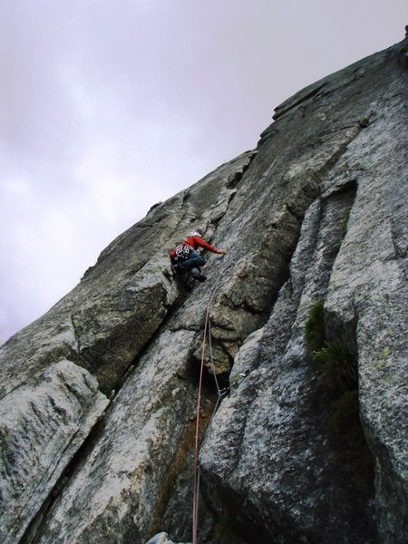 The clean third pitch of the South Pillar (5b)