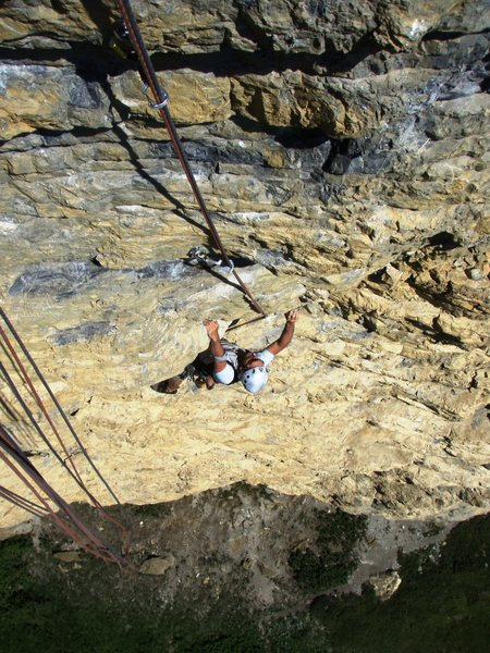 The demanding crux sequence at the end of pitch three, Trockener Regen (6b+)