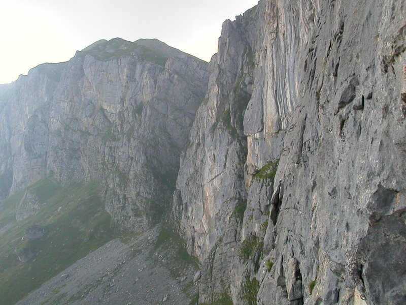 The cliffs of Ruogig on the western side of the Klausenpass